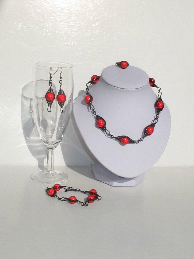 parure wire perles rouges fil noir