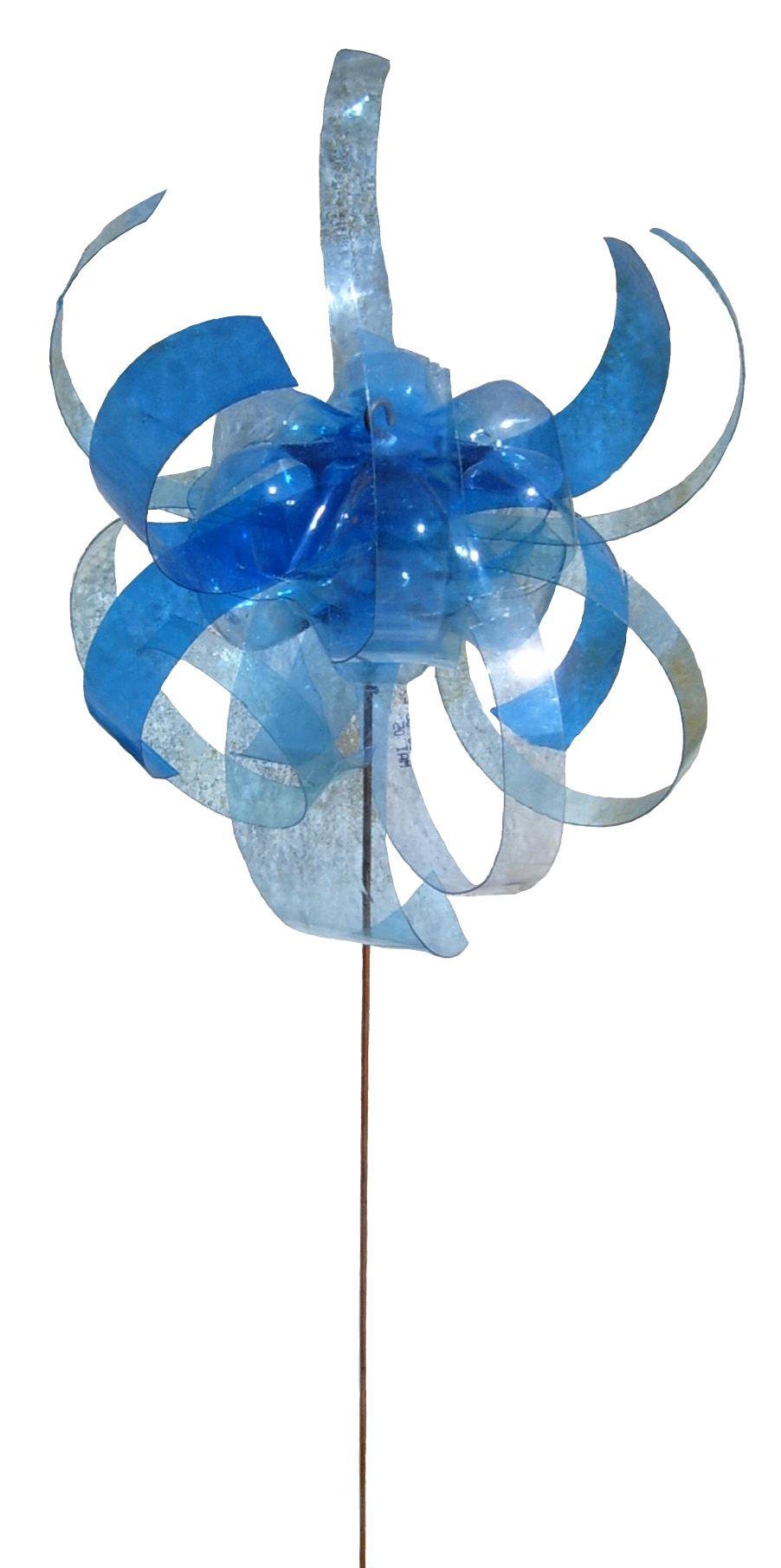 Déchets plastique Valorisation PET - Fleur bouteille en plastique bleue - Objet Art Création Recyclage récupération