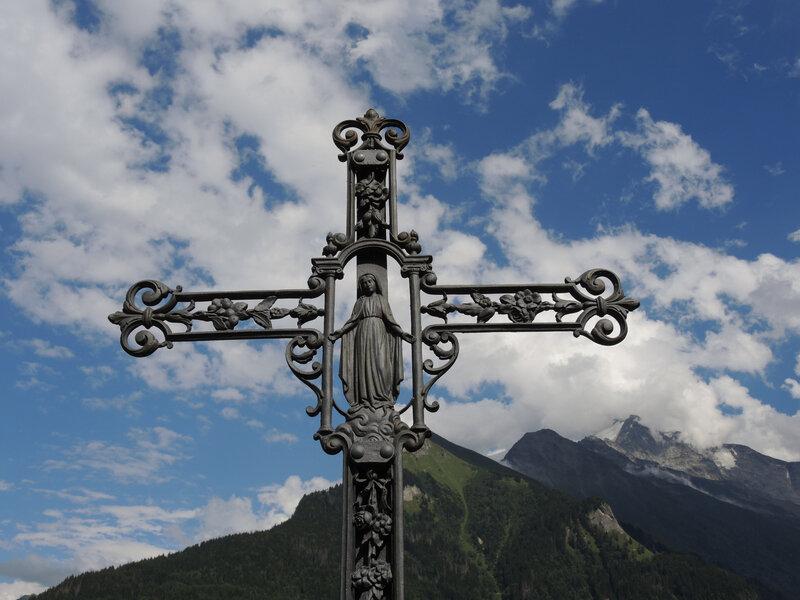 Saint-Nicolas-de-Véroce, croix et montagnes (74)