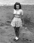1943_Catalina_island_norma_jeane_at_beach_01_3