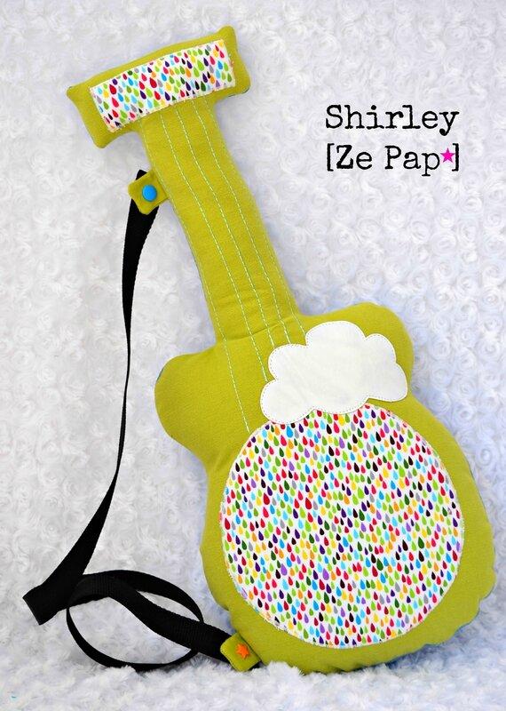 coussin guitare en tissu vert anis nuage et gouttes multicolores shirley ze pap