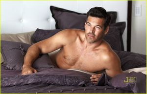 eddie-cibrian-shirtless-charisma-03