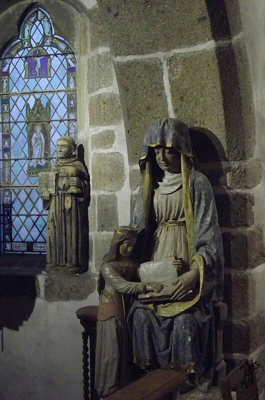 église St Pierre_statue Ste Anne_2