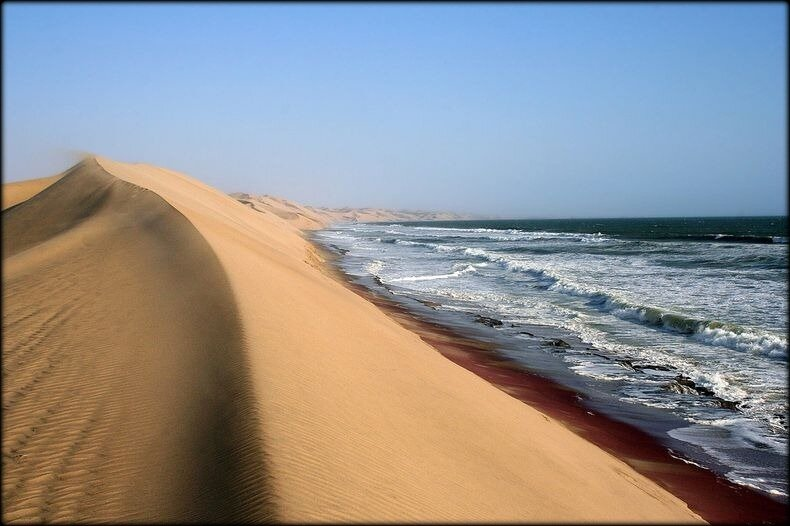 namib_desert_meets_sea_92