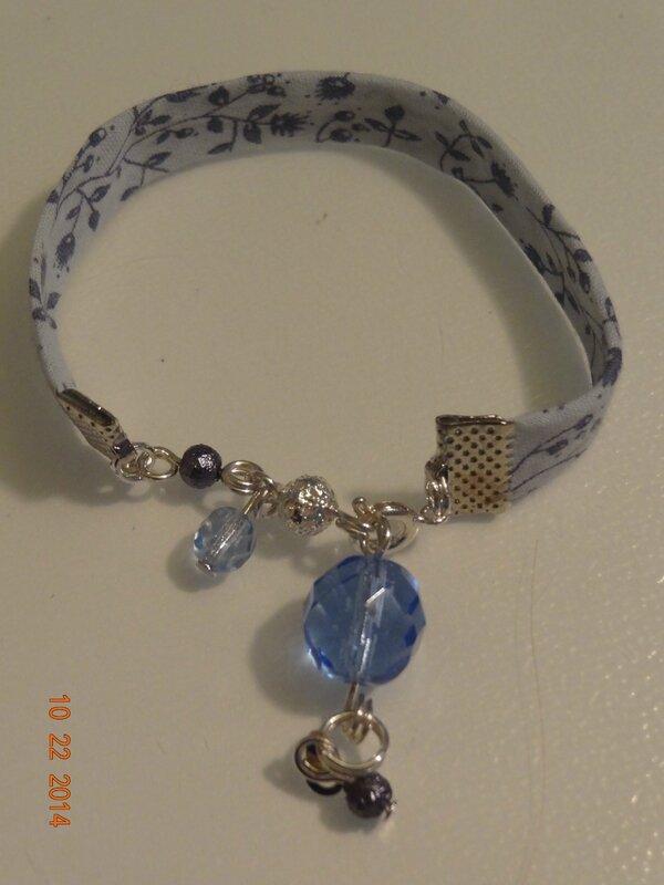 bracelet assorti au sautoie, en biais liberty, perles verre