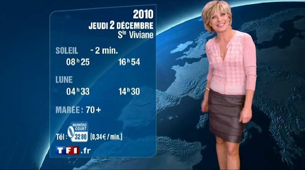 Evelyne Dhéliat jupe grise haut rose 2050 01 12 10