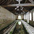 Noyers-sur-Serein - (Yonne) Intérieur du lavoir