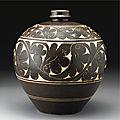 A 'Cizhou' sgraffiato brown-glazed globular vase, Jin dynasty (1115-1234)