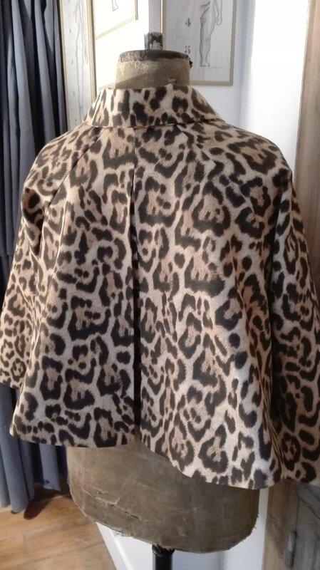 Veste VICTORINE en toile de coton imprimé léopard - Doublure de satin noire (24)
