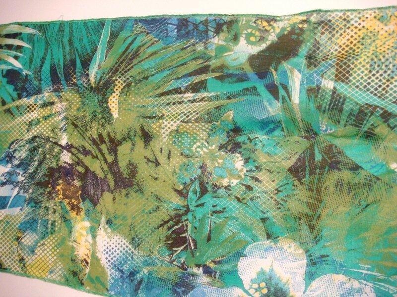 Foulard forêt exotique zoom vert