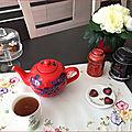 C'est l'heure du thé chez moi pour lylou