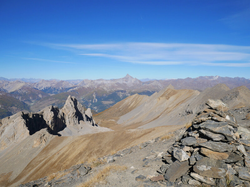 Au nord, Le Pic de Rochebrune se démarque...