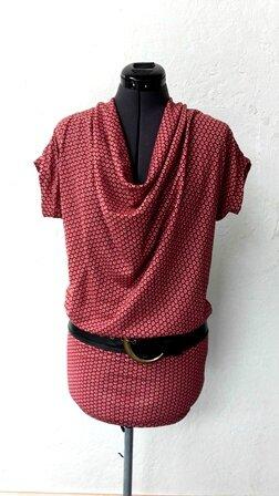 tunique hiver fond rouge bordeaux à motifs pw