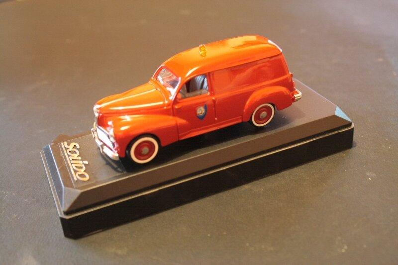 4551_Peugeot 203 pompiers_02