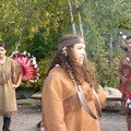 notre guide qui nous explique la danse traditionnelle