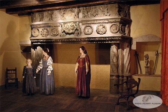 BEAULIEU_SUR_DORDOGNE_maison_Renaissance_musee_cheminee_fin_XVe_siecle_representant_le_jardin_d_Eden