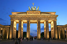 220px_Brandenburger_Tor_abends