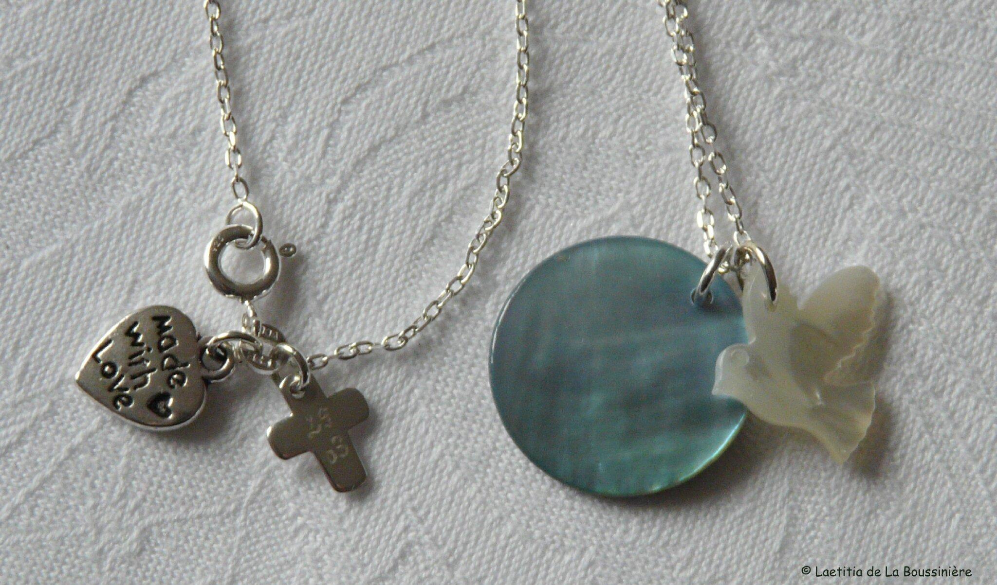 Collier médaille en nacre et Colombe en nacre, détail du fermoir avec mini Croix en argent massif