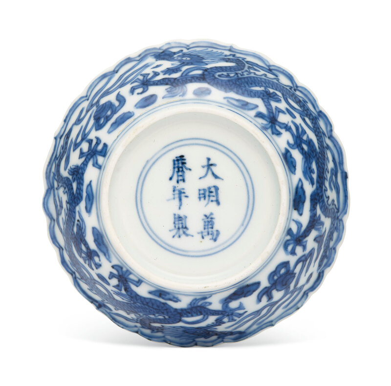 2019_NYR_16320_1633_002(a_blue_and_white_dragon_dish_wanli_six-character_mark_in_underglaze_bl)