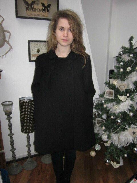 Manteau EDITH en lainage noir - double boutonnage, col claudine, manches trois quart - doublure de satin assortie - boutons recouverts dans le même tissu - taille 34 (5)