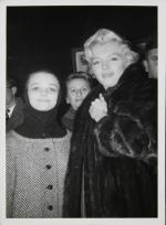 1954-ny-marilyn_with_fan-collection_frieda_hull-1