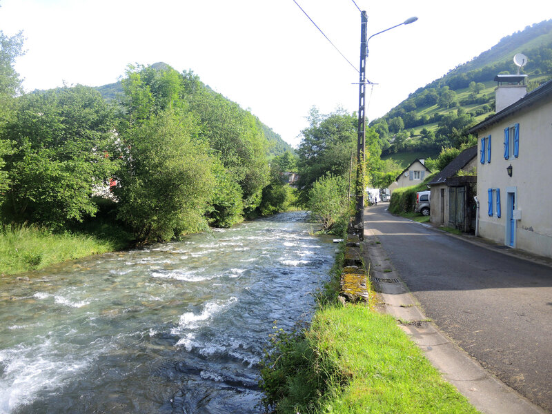 Lourdios-Ichère, ruisseau