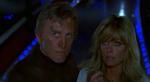 Adam (Kirk Douglas) et Alex (Farrah Fawcett) dans de sales draps