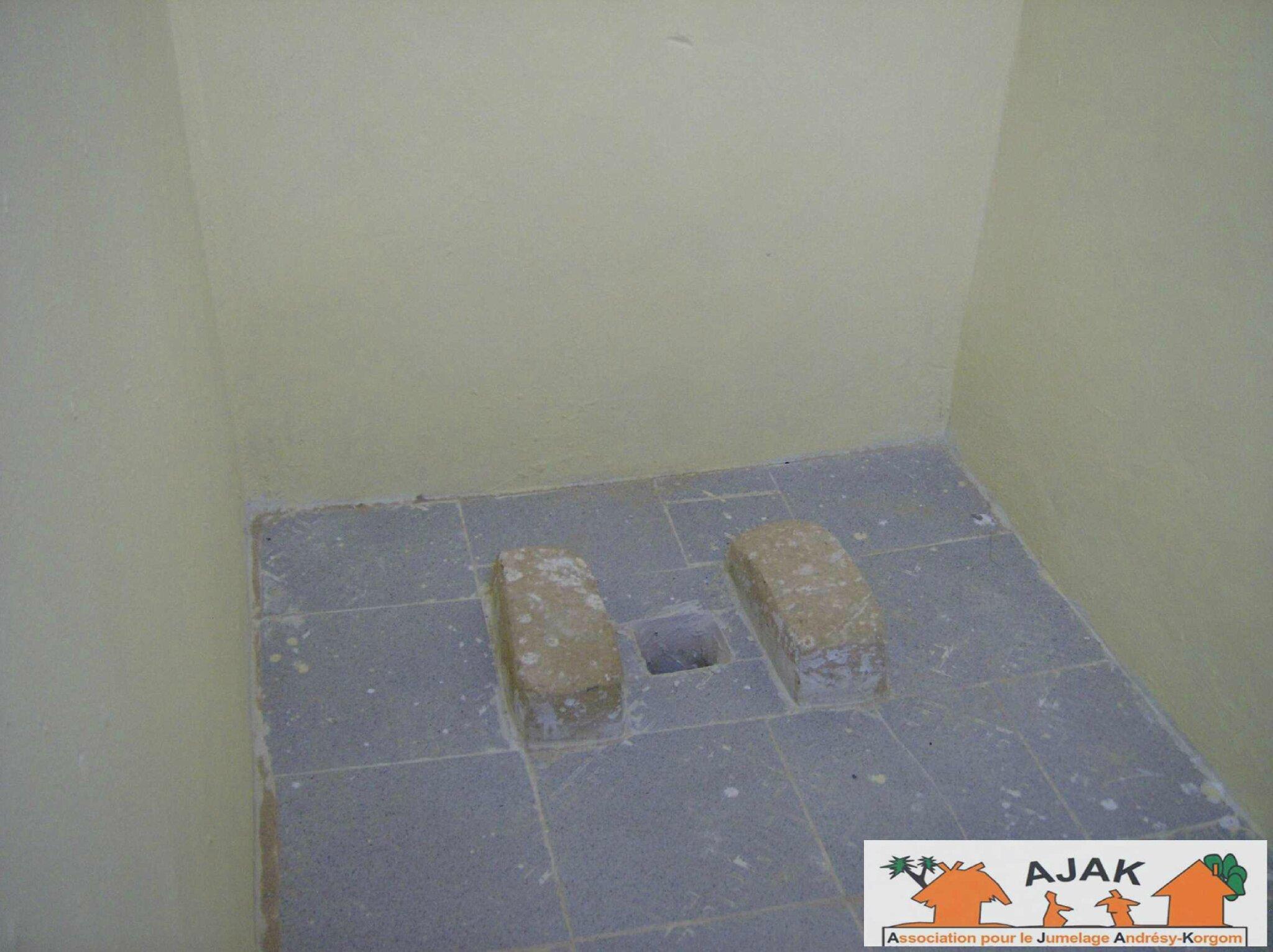 latrines intérieur 2