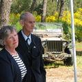 M. Swindley avec Mme Bell (nièce de l'aviateur Cécil Weat)