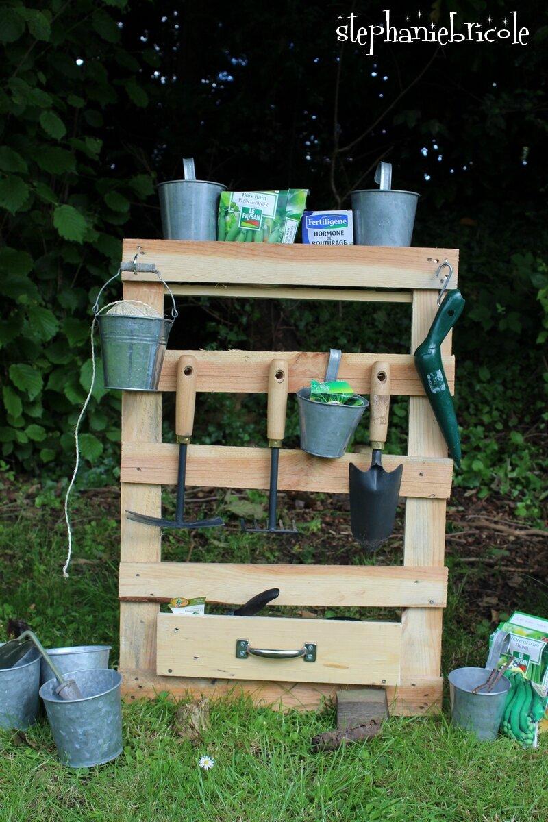 Les Outils De Jardinage Avec Photos bricoler avec des palettes et faire un range outils de
