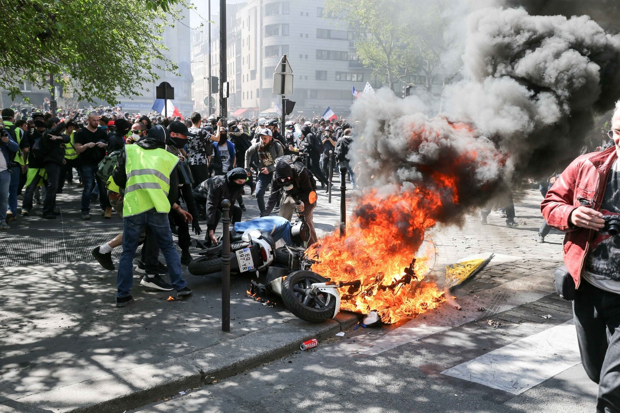 Gilets jaunes : 27.900 manifestants en France, incidents à Paris. © Michel Stoupak. Sam 20.04.2019, 13h40m52.