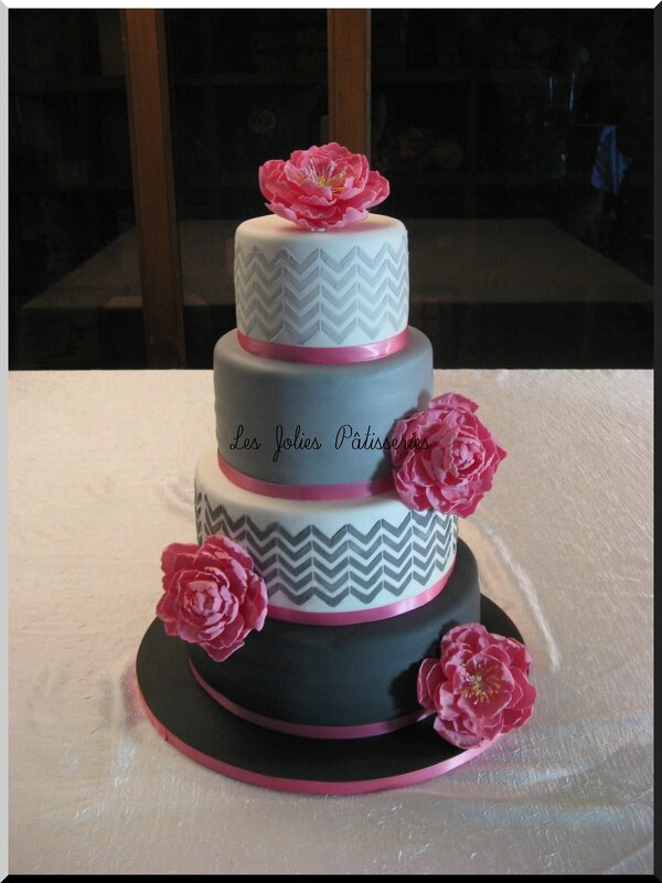 wedding cake pivoines