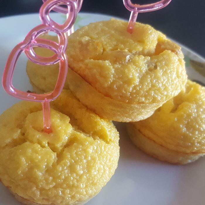 petits gâteaux de semoule aux raisins blonds!!