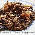 Nouilles chinoises aux crevettes champignons fruits secs