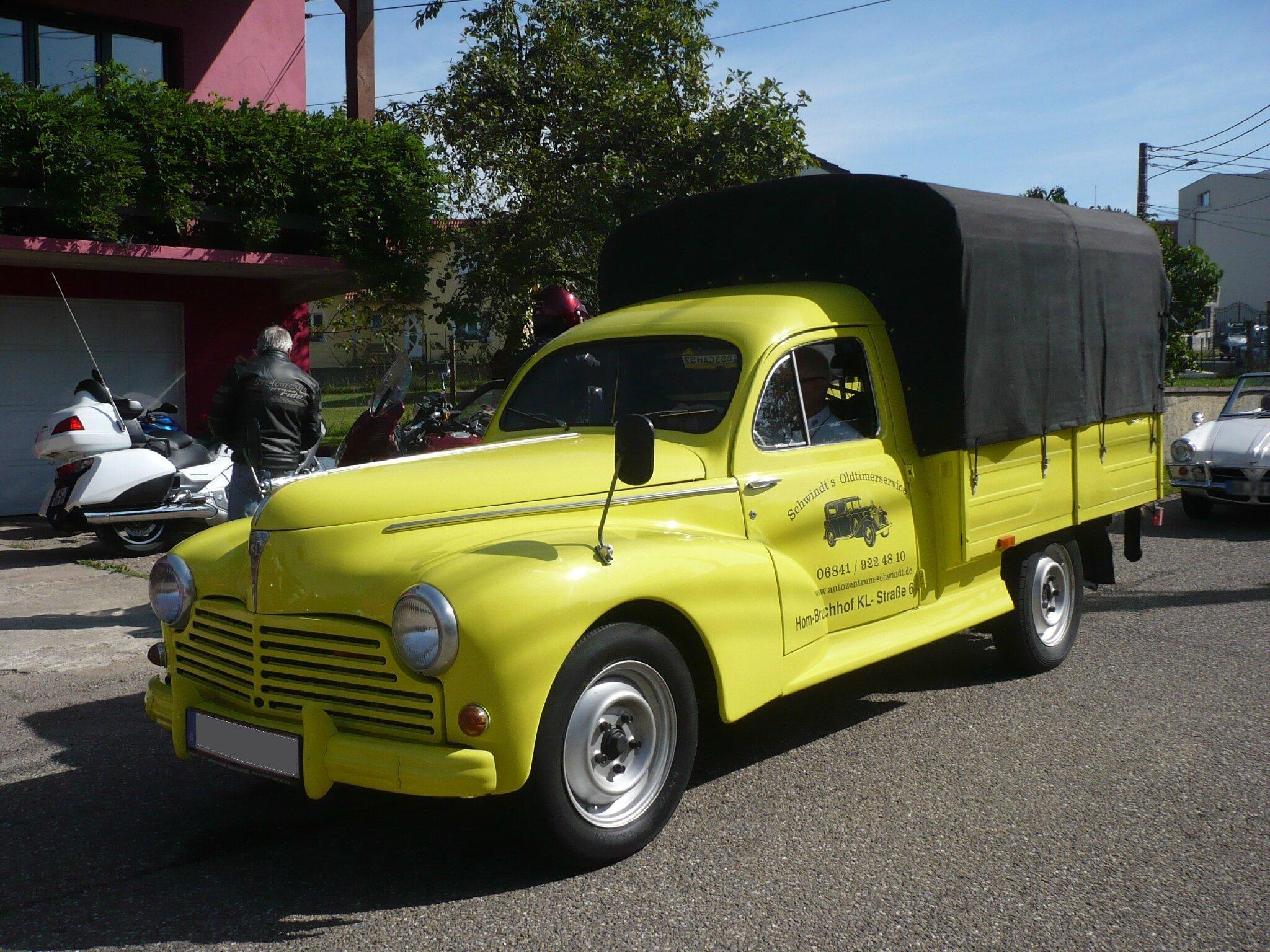 PEUGEOT 203 camionnette bachée Hambach (1)