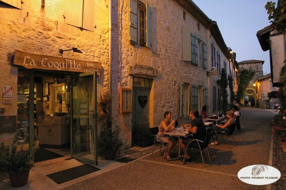 La_Coquille_a_Saint_Antoine_32_rue_de_la_Commanderie_la_terrasse_un_soir_d_ete