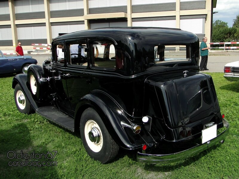 chrysler-six-sedan-1933-02
