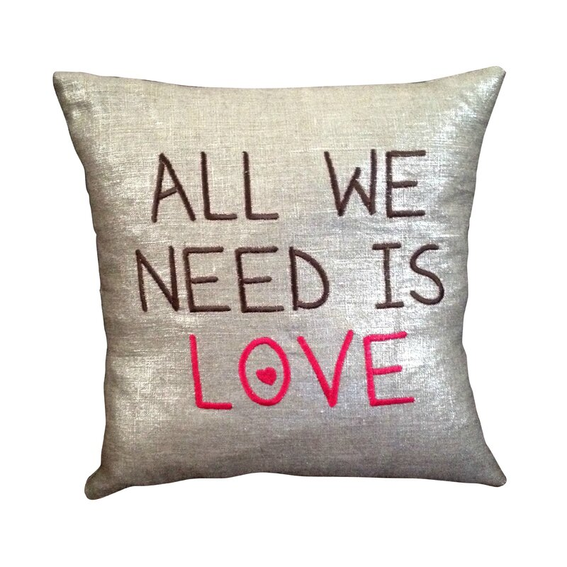 IMGG_2888-coussin-all-we-need-is-love-owly-mary-du-pole-nord-amour-saint-valentin-personnalise-brode-broderie