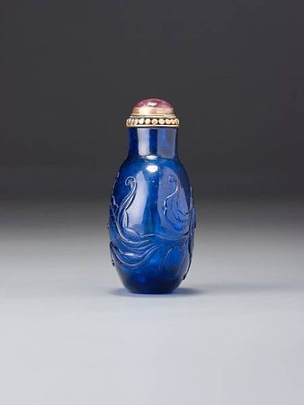 A_sapphire_blue_glass__peaches__snuff_bottle44