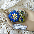 ♥ zelie ♥ broche bleue, beige et verte aux 3 fleurs sakura