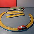Jouef, un circuit de voiture en métal et sa panaméricaine avec moteur à ressort ! un jouet fifties !