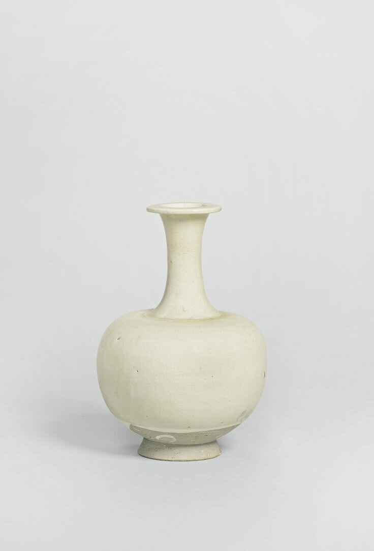 A glazed stoneware bottle vase, Tang dynasty