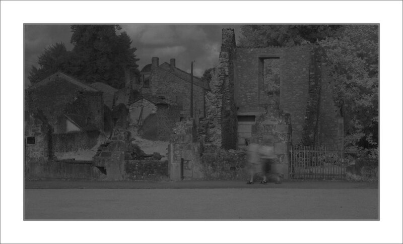 Oradour touristes ombre IR 120814