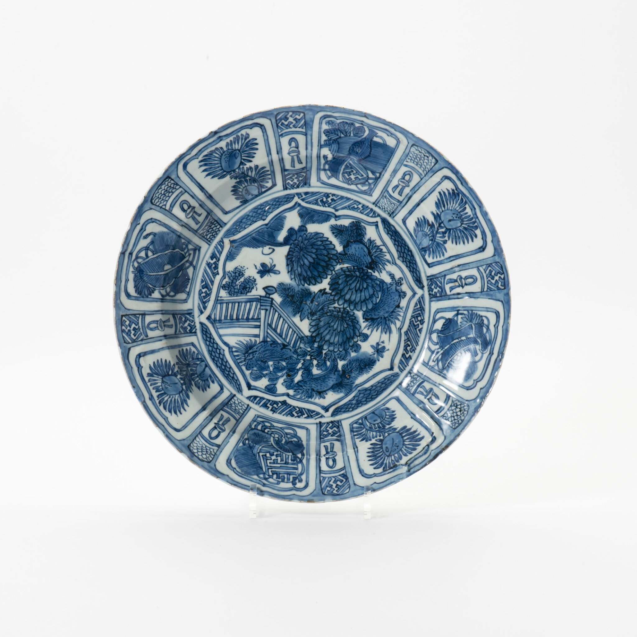 A Kraak porcelain dish, Wanli period (1573-1619)