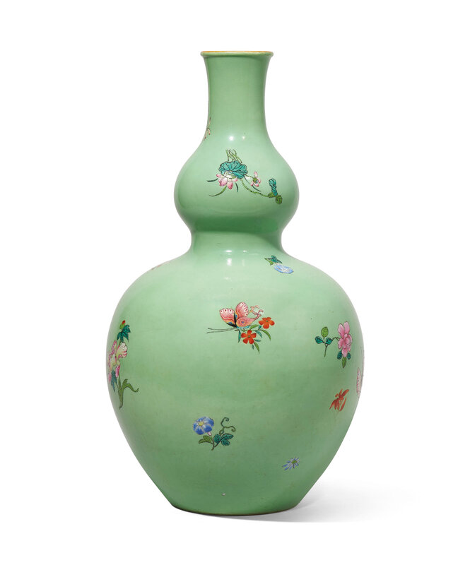 2020_HGK_18243_0347_000(a_large_famille_rose_lime-green_ground_double-gourd_vase_qianlong_six-010146)