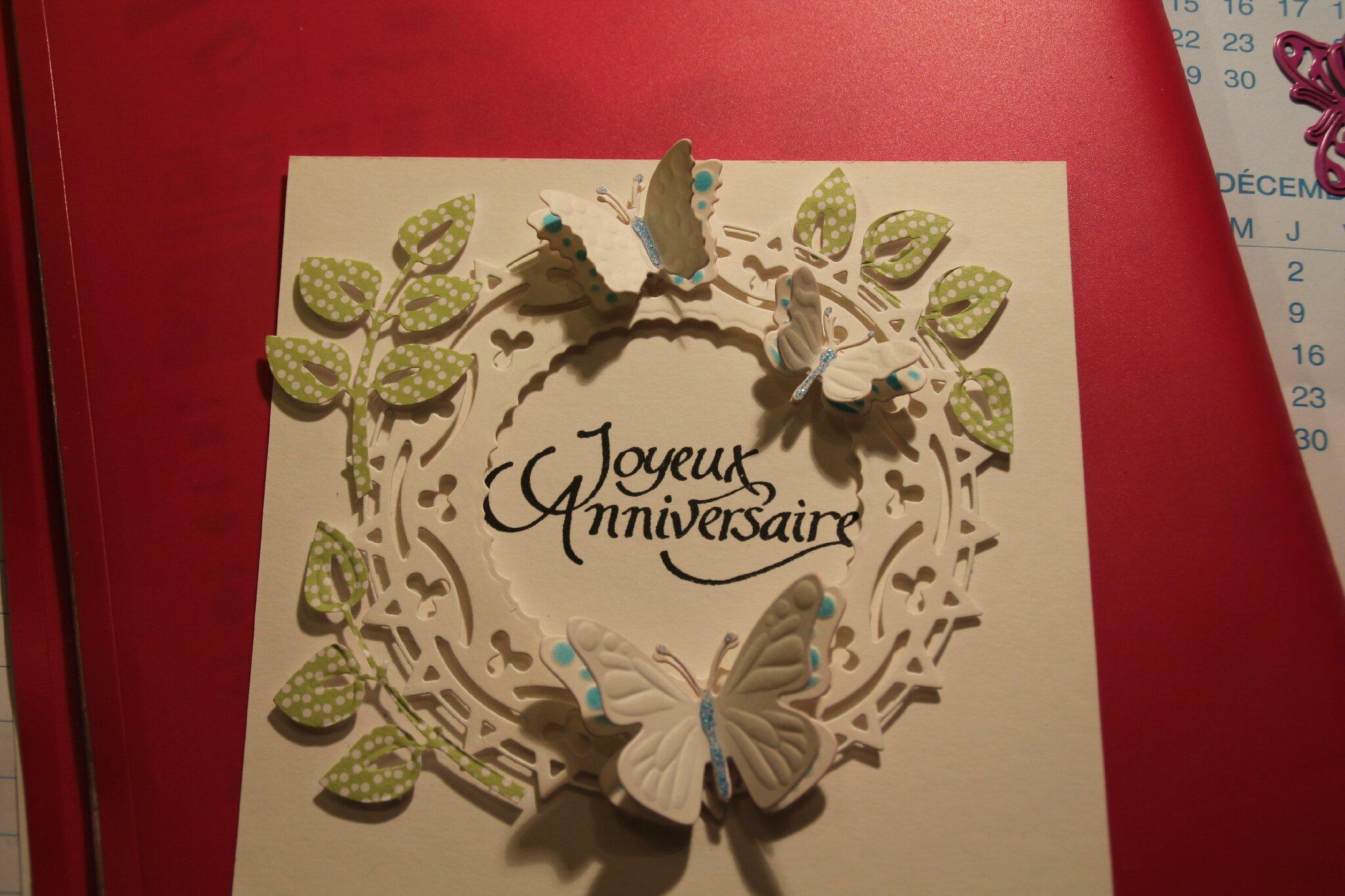 une carte pop up , des papilons et des coeurs pour un mariage...