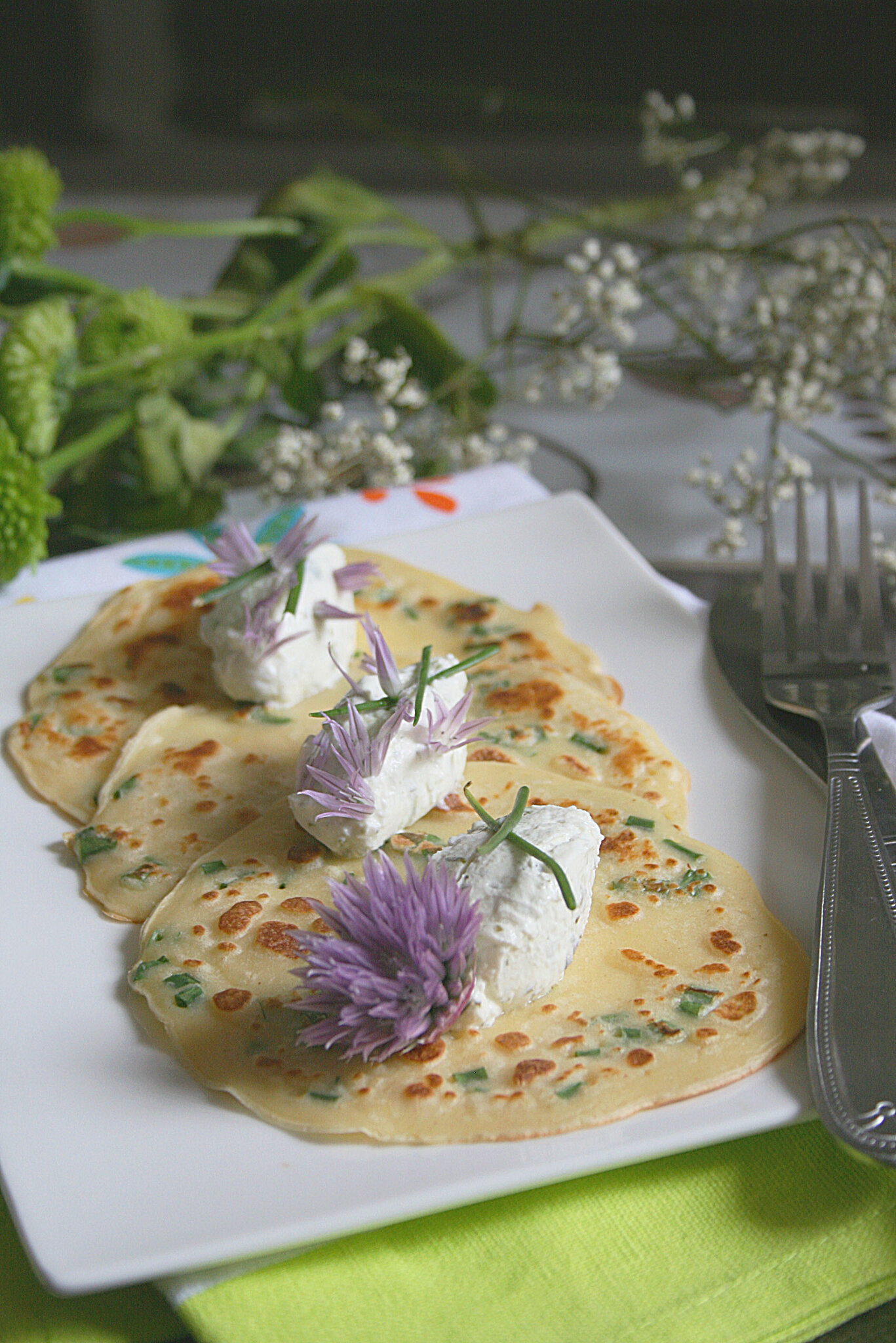 Crêpes à la ciboulette et fromage frais