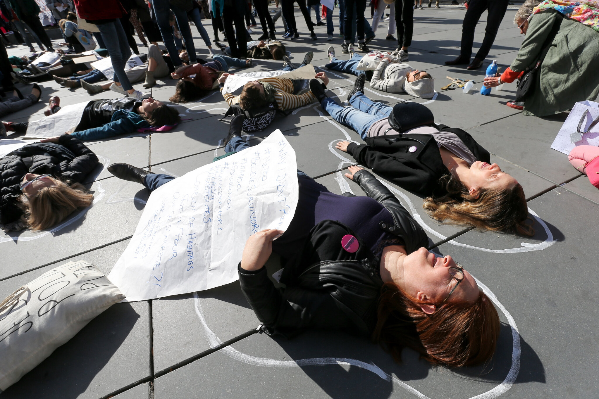 Die-In à Paris pour #MeToo. © Michel Stoupak. Sam 29.09.2018, 13h40m23.