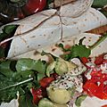 Du 2 en 1: wrap ou salade au lapin rôti et vanillé, à la roquette, tomate, poivron et avocat, sauce moutardée