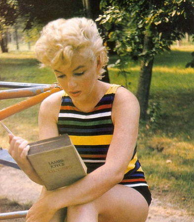 MarilynMonroereadsJoyce